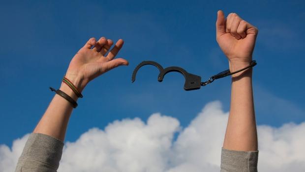 handcuff-free-72