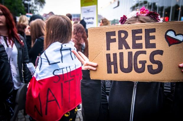 Free-hugs-72